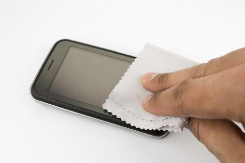 wiping-phone